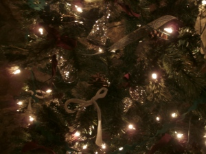 Photo of christmas tree with glasses tuned like bells