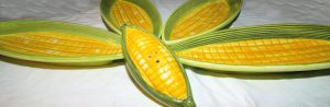 Corn on the cob dishes arranged in a flower